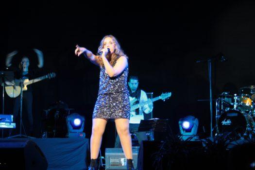 Coraluna durante un concierto