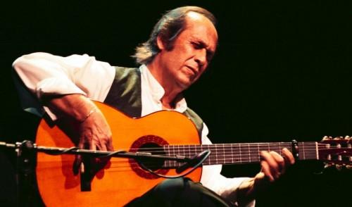 Paco de Lucía, en uno de sus multitudinarios conciertos