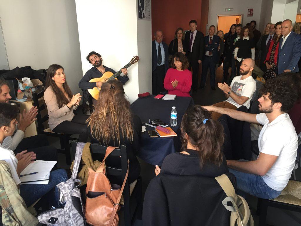 Los representantes de la ONCE, del Ayuntamiento y la Junta de Andalucía recorrieron las instalaciones de la Fundación tras la presentación del cupón