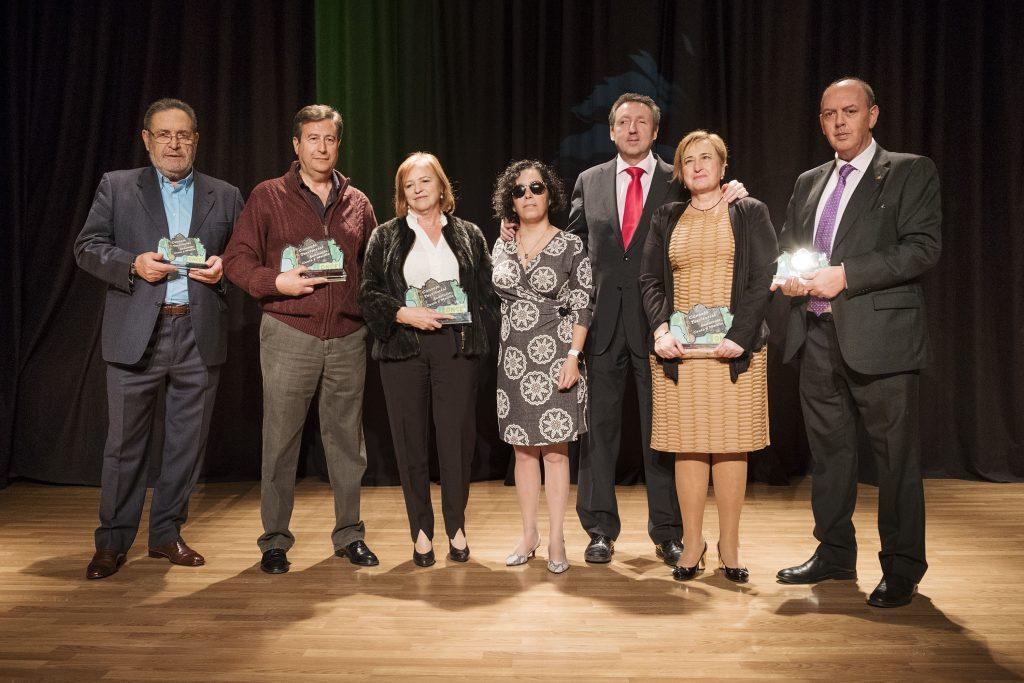 Los premiados junto a la presidenta del Consejo Territorial y el delegado territorial de la ONCE | Foto: Pepo Herrera