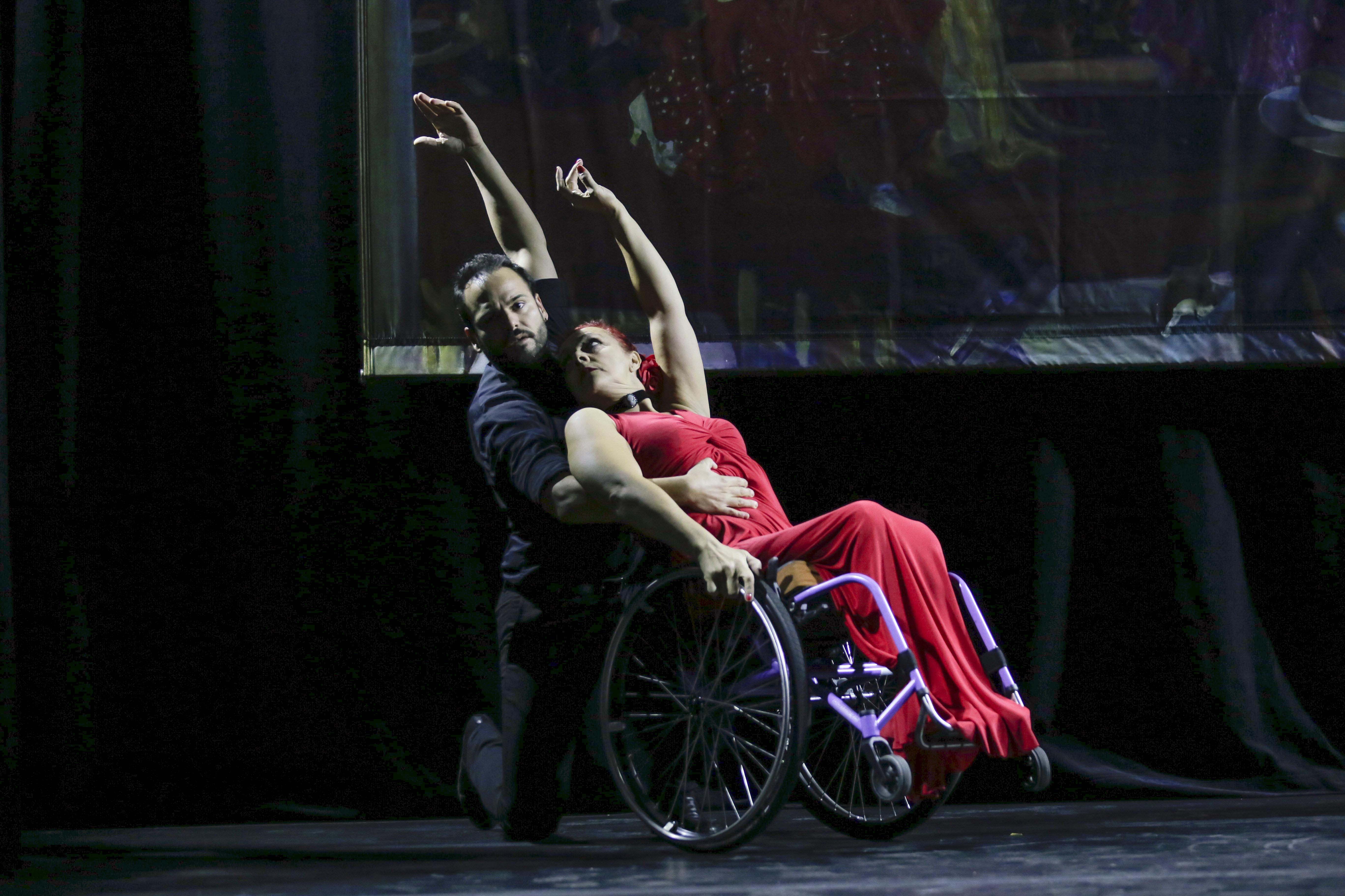 José Galán y Lola López en el escenario de la Fundación Cristina Heeren | Foto: Raúl Doblado