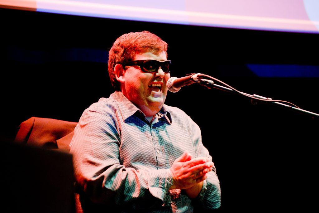 El Plazoleta, guitarrista y cantaor ciego, ha sumado ya premios en las dos categorías en esta Bienal