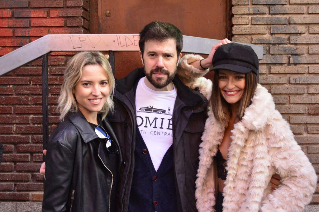 César Ríos con las actrices Ana Fernández y Andrea Molina