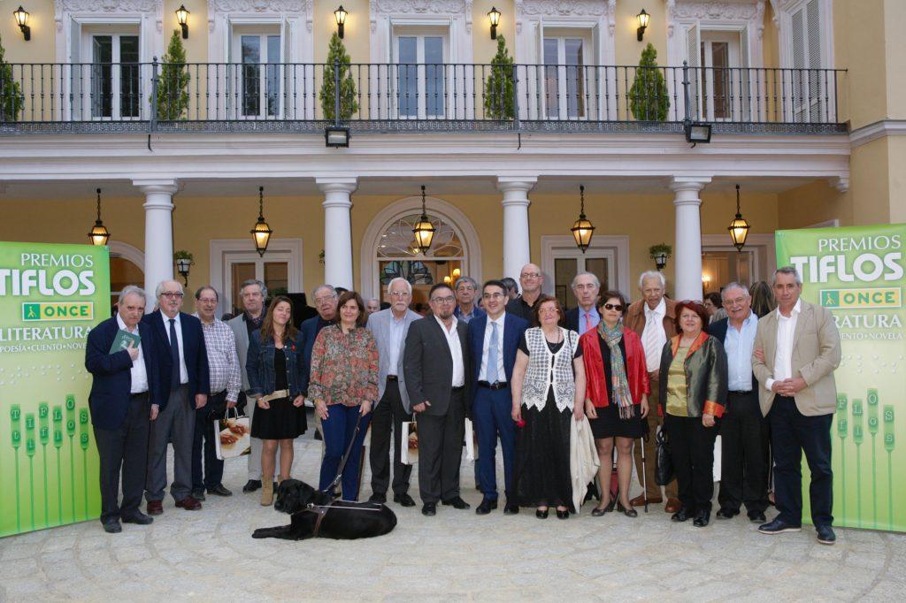 Foto de familia de todos los premiados en el palacete de Pastrana, en Madrid