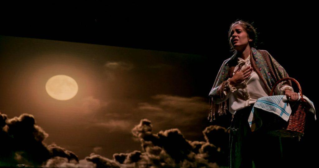 Escena de 'Yerma' a cargo de una de las actrices de TIflonuba