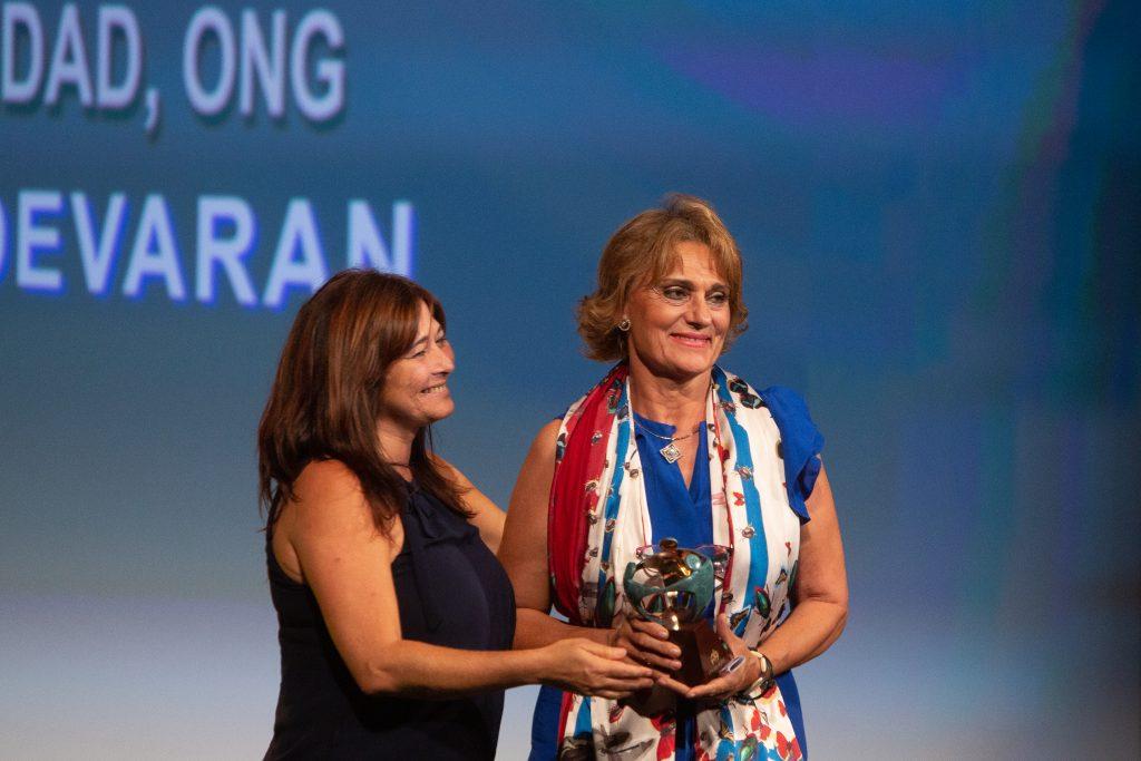 Carmen Peña, cofundadora de Aldevaran. recibe el premio en la categoría de entidad social | Reportaje gráfico: Fernando Ruso