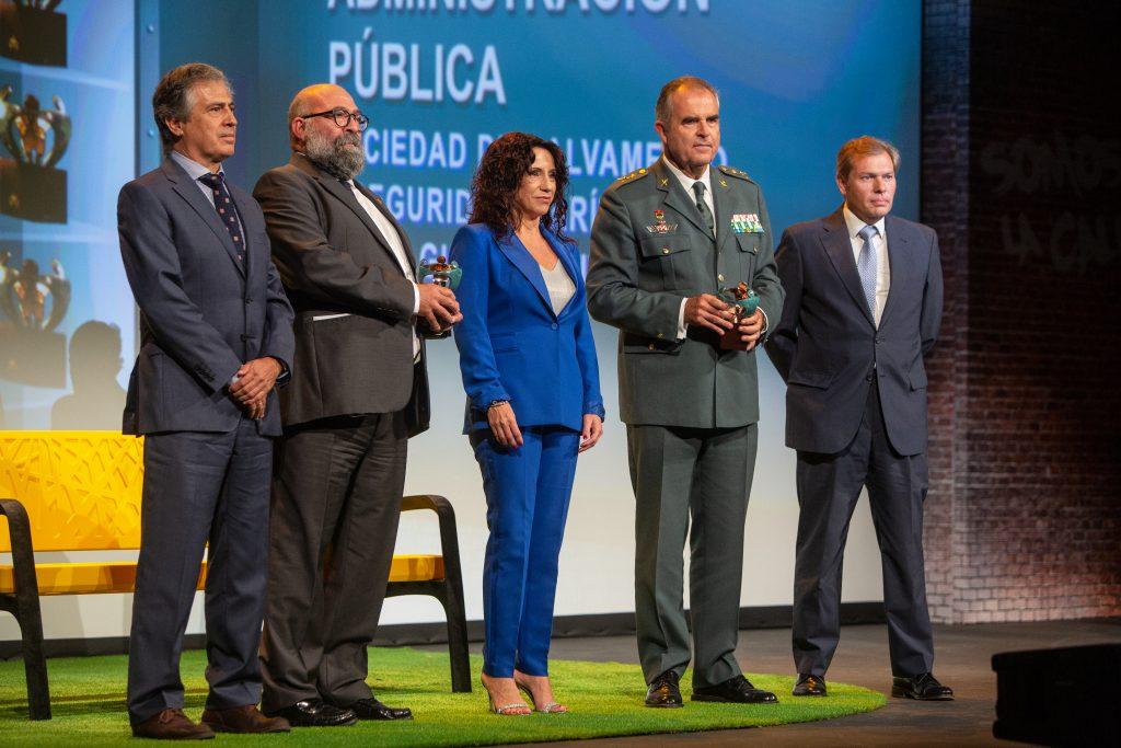 La consejera de Igualdad de la Junta de Andalucía entrega el premio a la Guardia Civil y Salvamento Marítimo