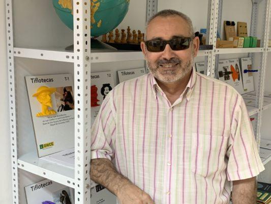 Bonillo dirige el taller de lectura y escritura creativa de la ONCE en Almería